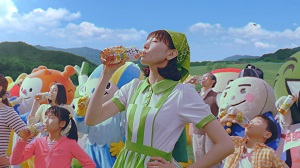 アサヒ飲料、「アサヒ 十六茶」を一新して発売、新垣結衣出演TVCMとメイキングを公開