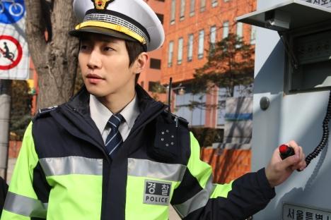 観客動員500万人突破の大ヒット韓国映画『監視者たち』、チョン・ウソン&2PMジュノ着用衣装展開催決定!映画予告動画