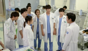 チュウォン主演「グッド・ドクター」第13話~第16話あらすじ:先生を癒してあげたい…予告動画-BSフジ