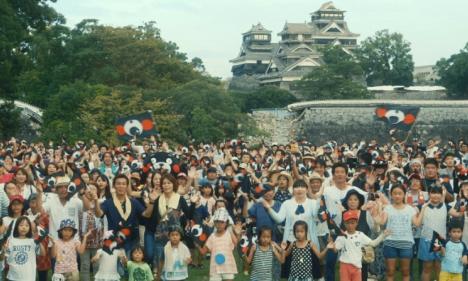 熊本県民約900人と熊本出身水前寺清子や高良健吾ら著名人が「365歩のマーチ」で県内各地で歌いつなぐWEB動画公開