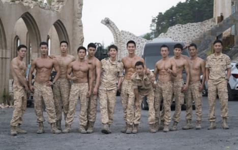 イケメン達が、制服で、半裸で、お・も・て・な・し!?「太陽の末裔」架空の国ウルク紹介映像公開!
