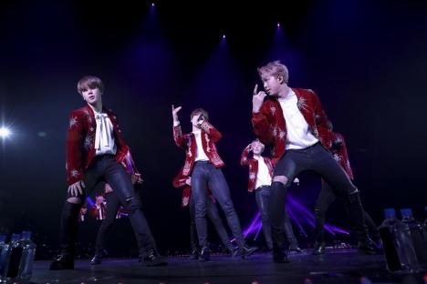 防弾少年団(BTS)、北米ツアーで6万人のファンが踊り、楽しみ、歓呼の声!写真&公式レポ、MV公開中