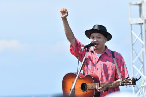 【ライブレポート】NOBU 再起のシングル「いま、太陽に向かって咲く花」青島ビーチで凱旋ライブ!写真&セトリ公開!MV