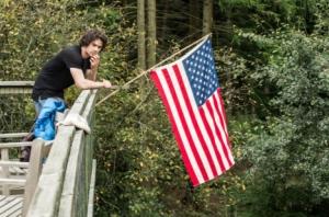 『アメリカン・アサシン』ディラン・オブライエン×マイケルキートンがロケ撮影でのこだわりを語ったインタビュー映像解禁