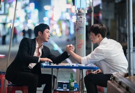 ジュノ(2PM)×チャン・ヒョク、どっちが好き!?「油っこいロマンス」推しメンRTキャンペーンで豪華プレゼントが当たる!<br/>
