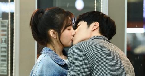 「偉大な誘惑者」ウ・ドファン&ジョイ/Red Velvetの胸キュンキスシーン メイキング映像公開!