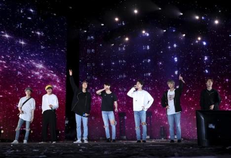 BTS、米ローズボールスタジアムで「LOVE YOURSELF: SPEAK YOURSELF」ツアー開始!2日間で12万人動員!