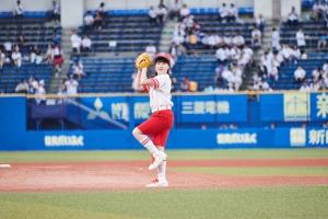 本田紗来、阪神・原口がんからの復活打を放った「セ・パ交流戦 ロッテvsタイガース」始球式で99.9点の投球!