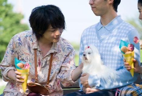 中村倫也がワンちゃんに優しく話しかける、JCB電子マネーTVCM&メイキング先行公開!