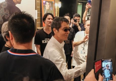 矢沢永吉「いつか、その日が来る日まで...」オリコン2日間連続1位獲得!ツタヤ渋谷店サプライズ訪問!