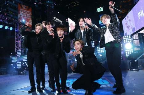 BTS、米最大新年ライブショー'NEW YEAR'S ROCKIN' EVE'で全世界の心を掴んだパフォーマンスレポ&ライブ写真公開!