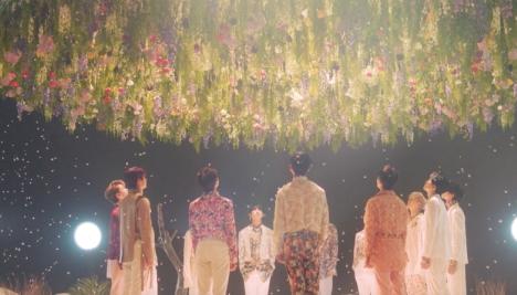 SEVENTEENだけの柔らかさと振り付け、美しさを表現「舞い落ちる花びら (Fallin' Flower)」MV公開