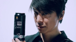 麒麟の長谷川博己が「サッポロチューハイ99.99」のクリアなうまさを堪能する新CM4篇とメイキング解禁