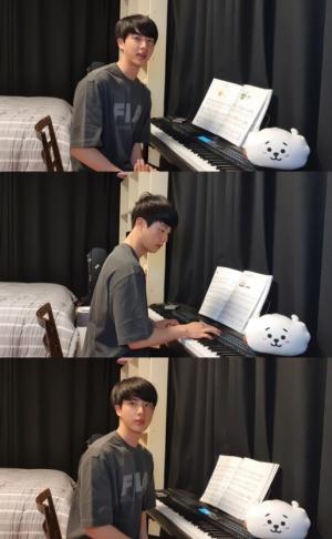 """BTS JIN""""趣味でピアノ演奏を始めた""""と全世界ファンにピアノ演奏を披露!"""