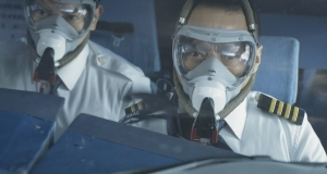 乗員乗客128名の命は、ひとりの男に託された『フライト・キャプテン 高度1万メートル、奇跡の実話』10/2劇場公開!