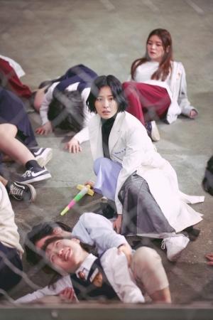 「保健教師アン・ウニョン」Netflix公開直後の韓国での評判は!?ナム・ジュヒョク×チョン・ユミ場面写真公開