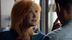 海外ドラマ「私立探偵マグナム」シンディ・ローパーが弁護士役でゲスト出演!メイキング映像公開中