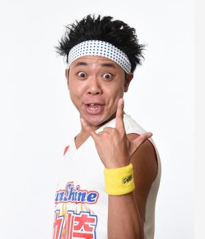 ジャスティン・ビーバー最新AL「ジャスティス」WEB CMでサンシャイン池崎がスタンドアップ・コメディ披露!