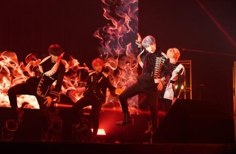 """ファンの前で初パフォーマンス!「OWV 1st Anniversary Live """"AWAKE""""」レポート&写真&セトリ"""