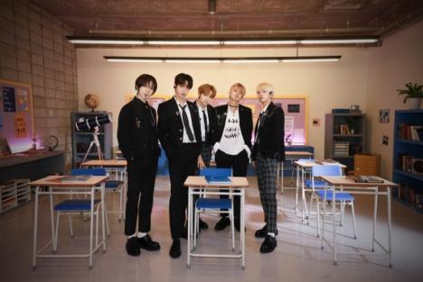 TXT、米TV初出演、「We Lost The Summer」学校背景のパフォーマンスに10代が共感!