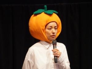 """尾野真千子、出身地・奈良でマスコット""""カッキー""""被って『茜色に焼かれる』PR!関西劇場 舞台挨拶レポート"""