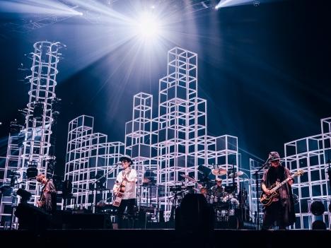 """スピッツ「SPITZ JAMBOREE TOUR 2021 """"NEW MIKKE""""」開幕!6/18ぴあアリーナMM公演ライブレポート"""