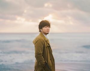 秦 基博、15周年記念ライブ開催を発表。横浜アリーナと大阪城ホールにて弾き語りとバンド編成で<br/>