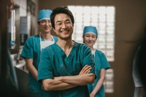 今度の若手医師はアン・ヒョソプ!ハン・ソッキュ主演「浪漫ドクター キム・サブ2」11月ツタヤ先行レンタル、12月発売決定