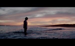 Novelbright、吉田志織が出演する「優しさの剣」MVは自分自身に葛藤するストーリー