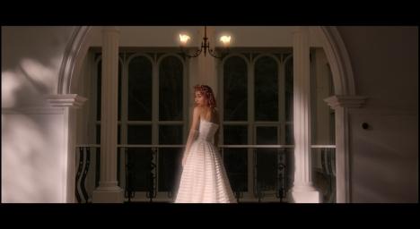 青山テルマ、本日デジタルリリース「stay with me」MVで純白のドレス姿を披露!<br/>